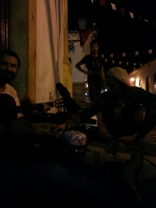 Hanging out with hang drum e artistas da rua no Paraty